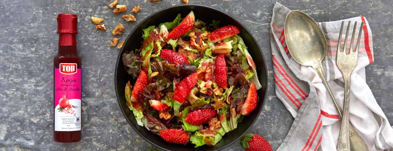 STRAWBERRY AND WALNUT SALAD WITH TOP BALSAMIC CREAM WITH POMEGRANATE AND VANILLA