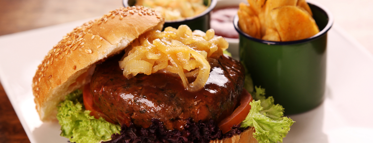 BURGER WITH CARAMELIZED ONIONS